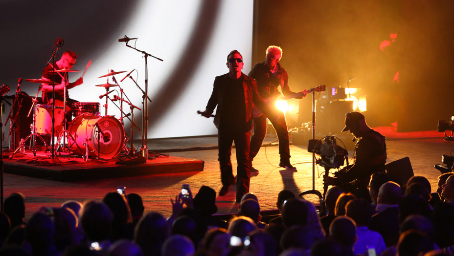 U2 se apresenta no lançamento Apple do iPhone 6 e iWatch na Califórnia, Estados Unidos