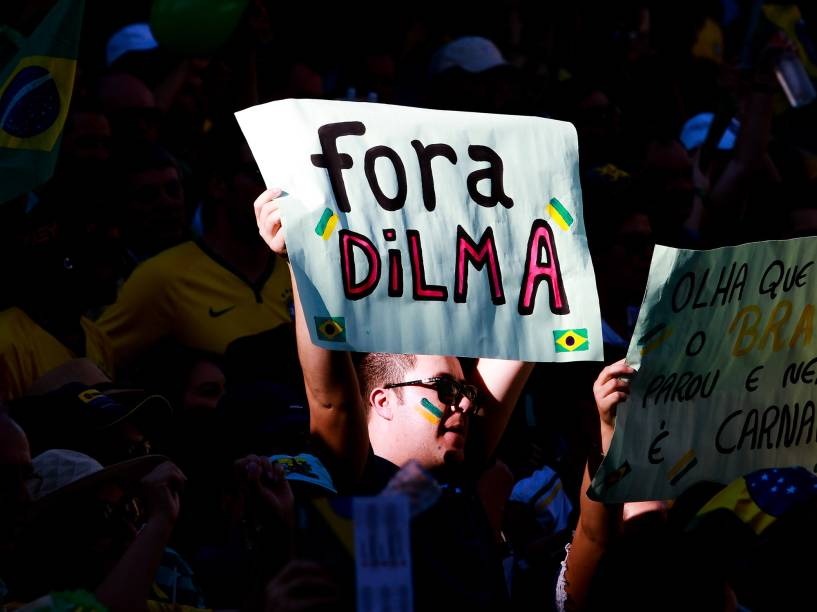 Protestos em Curitiba vão a favor do Impeachment contra a Dilma Rousseff - 17/04/2016