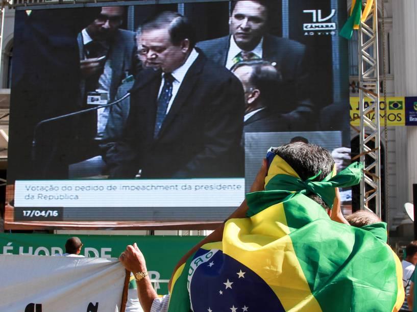 Manifestação em Curitiba vai a favor do Impeachment da presidente Dilma Rousseff - 17/04/2016