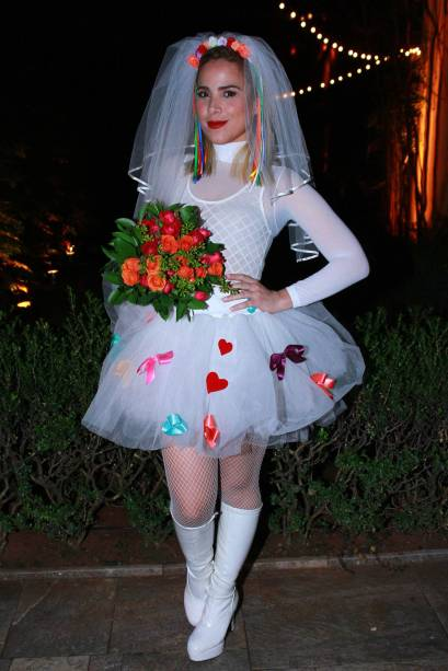 A cantora Wanessa como noiva em festa julina