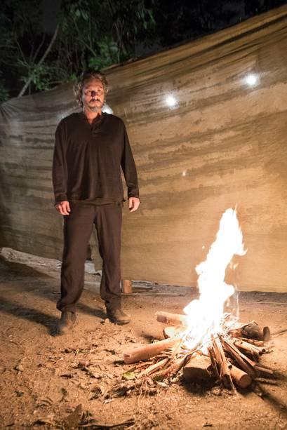 """José Alfredo (Alexandre Nero) no garimpo, enquanto vive a sua """"morte"""""""