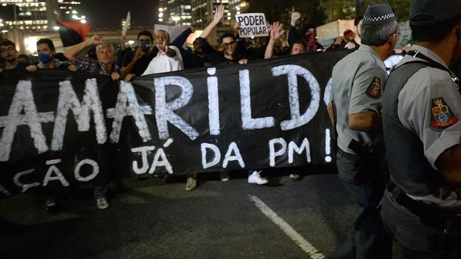 Manifestantes fazem passeata em São Paulo contra desaparecimento de pedreiro Amarildo de Souza