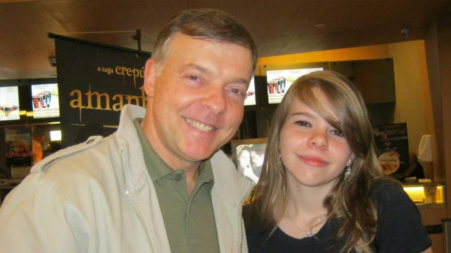 Clara Barelli, 12 anos, convenceu o pai, Amarildo, a levá-la ao cinema para ver Amanhecer - Parte 2