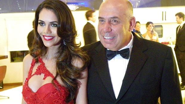 Amilcare Dallevo Jr, um dos sócios da RedeTV!, com a mulher, a apresentadora Daniela Albuquerque