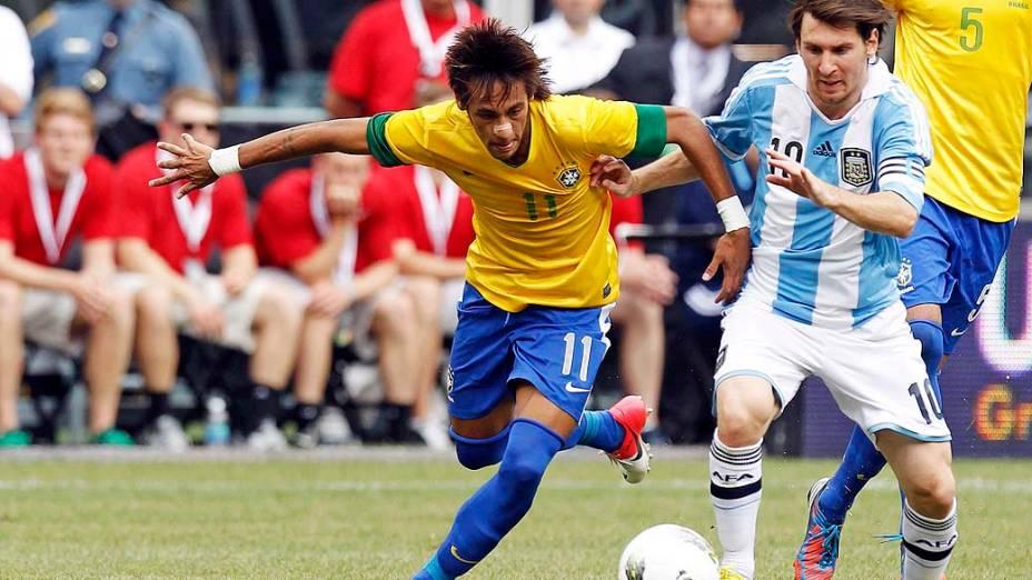 Neymar e Messi durante amistoso entre Brasil e Argentina