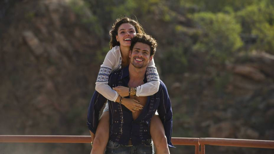 Leandro ( Cauã Reymond ) e Antônia ( Isis Valverde )