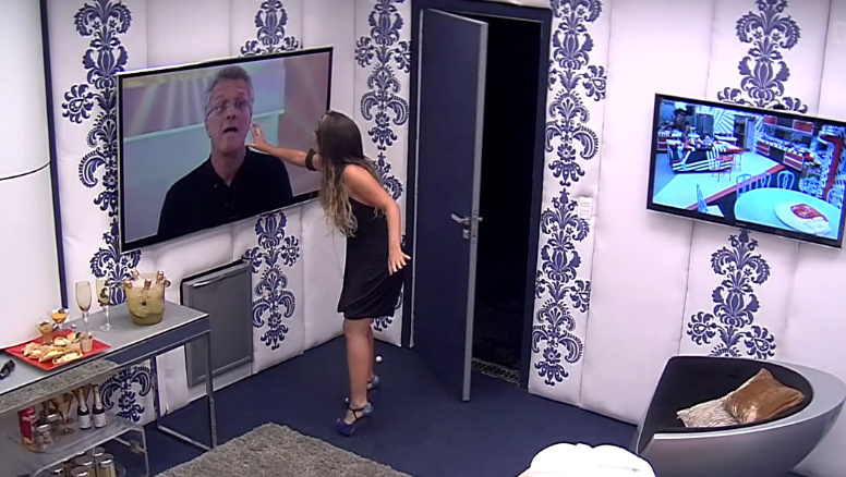 Anamara interage com Bial