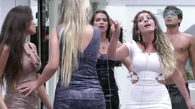 Anamara discute com Kamilla e Fernanda no BBB13