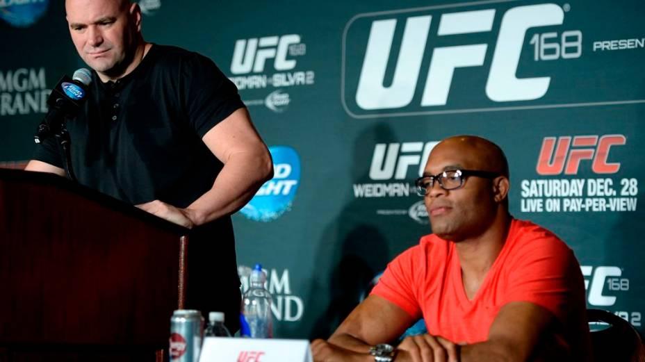 Dana White e Anderson Silva na coletiva em Las Vegas: Foi uma batalha trazê-lo aqui