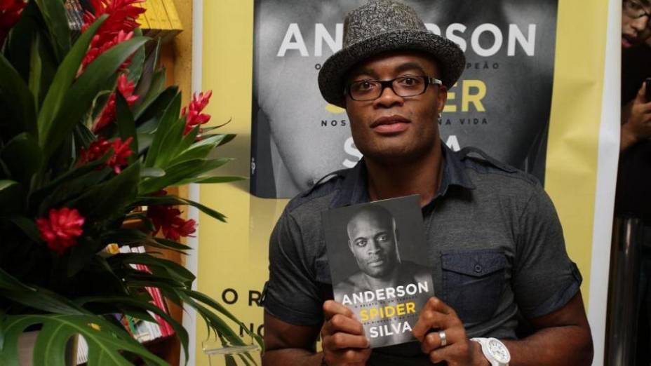 Anderson Silva lança sua biografia no Rio de Janeiro