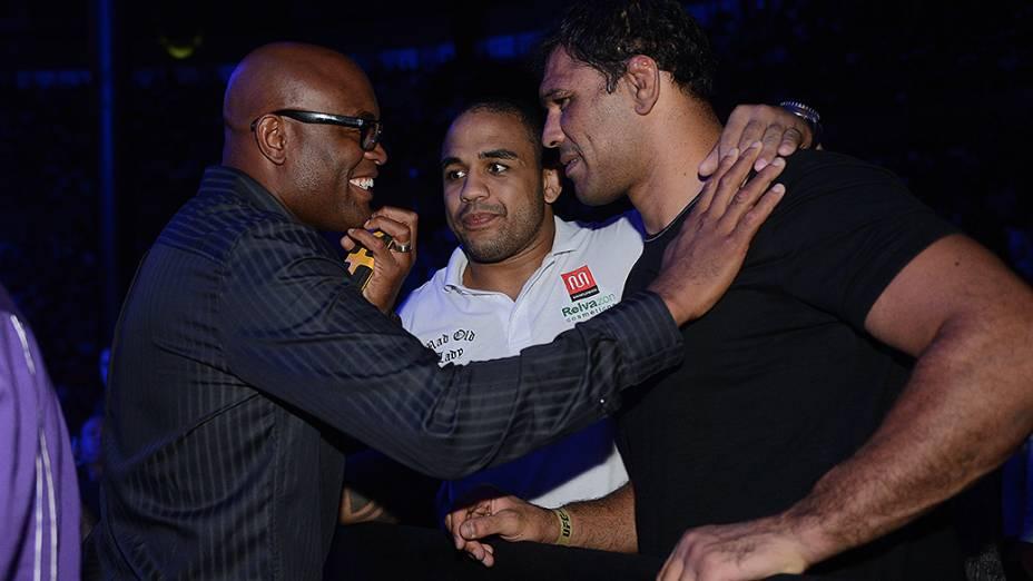 Anderson Silva e Minotauro durante UFC São Paulo no ginásio do Ibirapuera