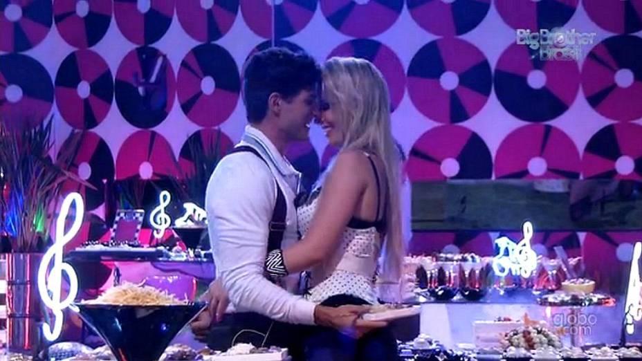 André e Fernanda na Festa Retrô do BBB 13