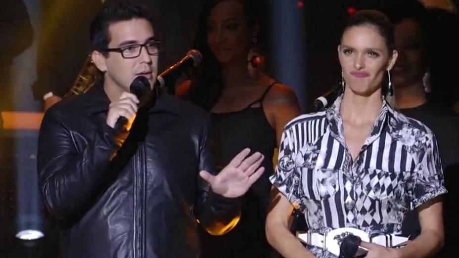 André Marques e Fernanda Lima apresentam a fase de duelos do SuperStar