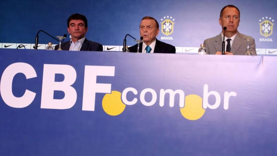 Andrés Sanchez, José Maria Marin e Mano Menezes em convocação da seleção