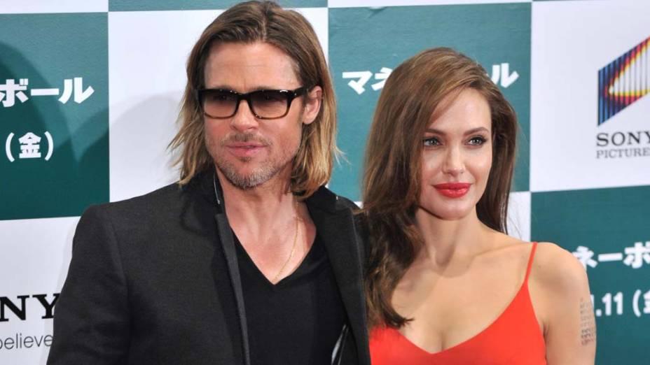 Brad Pitt e Angelina Jolie durante visita ao Japão