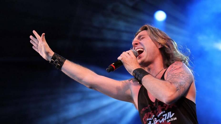 Show do Angra no palco Sunset, no terceiro dia do Rock in Rio, em 25/09/11