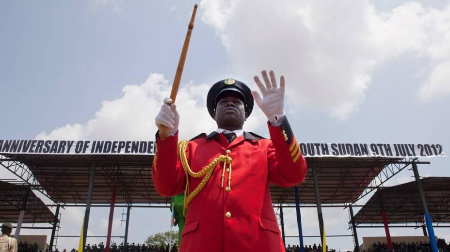 Desfile militar em comemoração ao primeiro ano do Sudão do Sul
