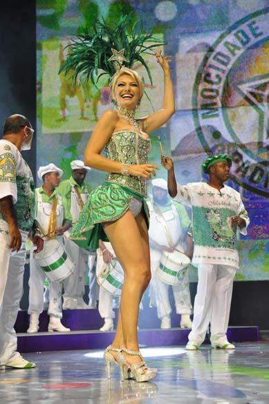 Antônia Fontenelle da Mocidade na gravação das vinhetas de carnaval 2012 da Rede Globo