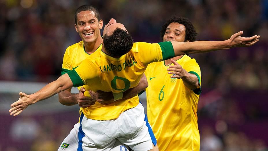 Leandro Damião comemora o gol de empate na partida contra Honduras, válida pelas quartas de final dos Jogos Olímpicos de Londres em 04/08/2012