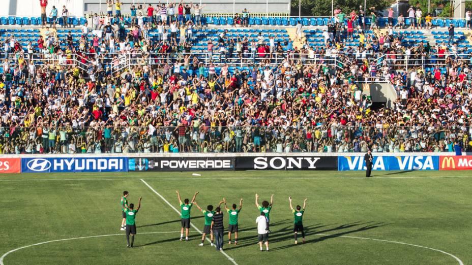 Nesta segunda-feira em Fortaleza, público só entrou após o fim do treino, mas recebeu acenos dos jogadores