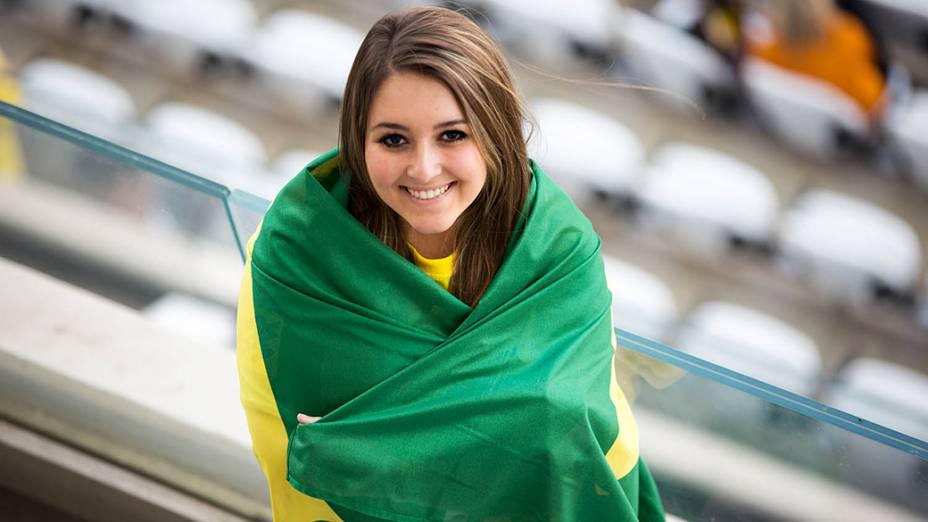 Torcedora chega para a abertura da Copa no Itaquerão, em São Paulo