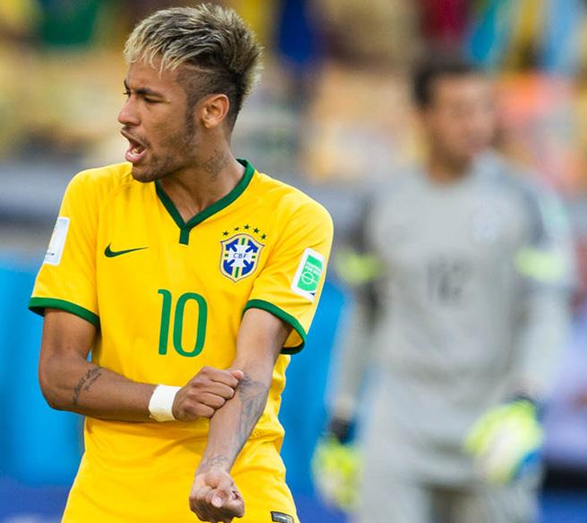 Neymar comemora gol de pênalti contra o Chile