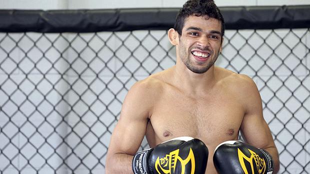 Aos 24 anos, Renan Barão pode ser o mais novo entre os brasileiros campeões do UFC