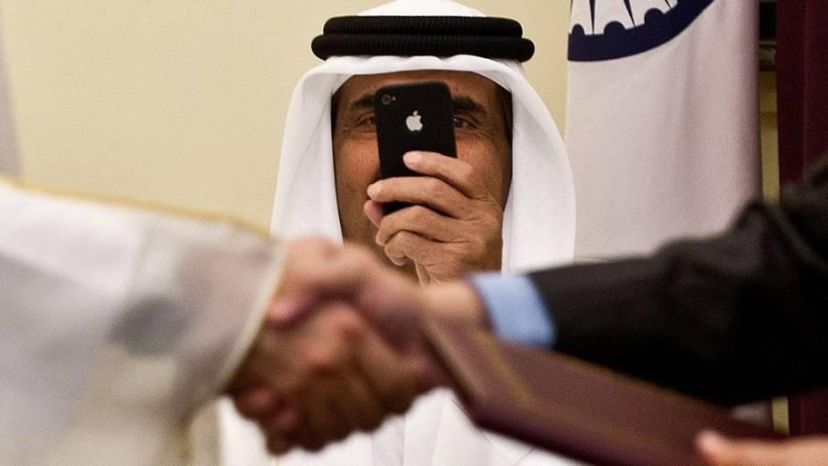 Sheikh Hamad Bin do Catar, tira foto durante encontro com ministro da Índia