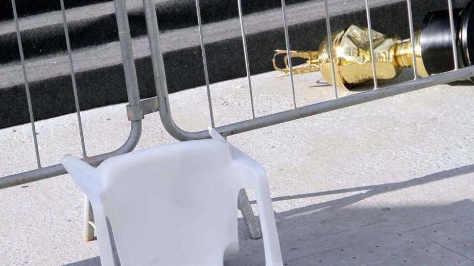 Troféu danificado após confusão durante apuração do Carnaval de São Paulo