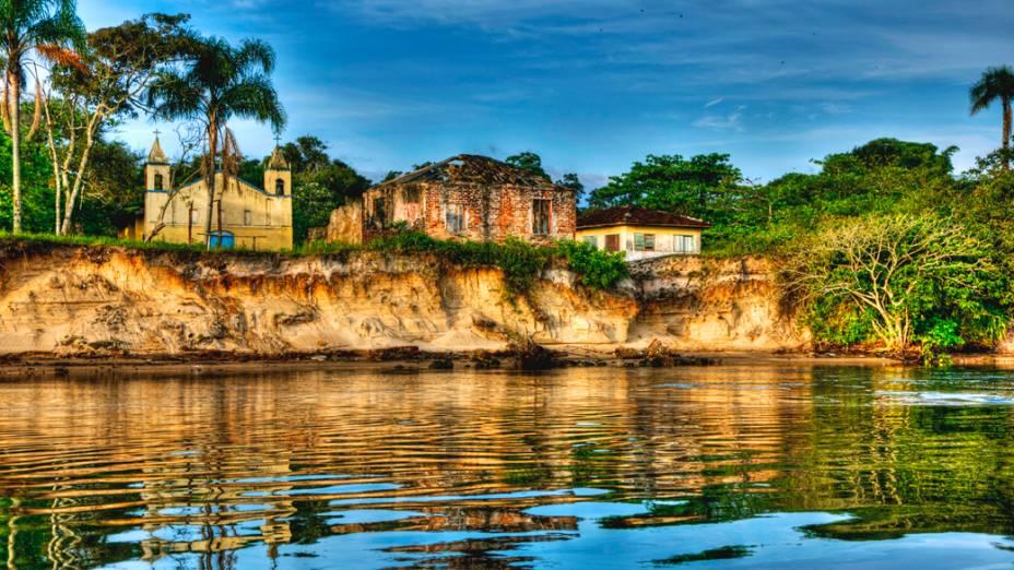 """Ararapira, a """"Cidade Fantasma"""", é um vilarejo localizado no município de Guaraqueçaba, litoral norte do Paraná"""