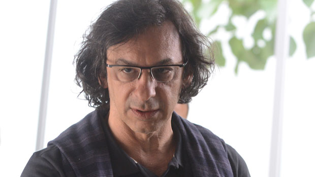 O diretor-geral de <em>Sangue Bom</em> Carlos Araújo