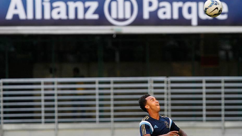 O jogador Wesley durante treino do Palmeiras no Allianz Parque, na zona oeste de São Paulo, nesta terça-feira. A equipe se prepara para jogo contra o Sport, válido pelo Campeonato Brasileiro, nesta quarta-feira (19). Será a primeira partida oficial do Palmeiras no novo estádio