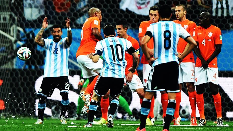 Lance de escanteio no jogo entre Holanda e Argentina no Itaquerão, em São Paulo