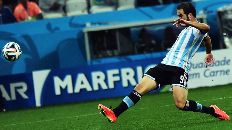 O argentino Higuaín durante o jogo contra a Holanda no Itaquerão, em São Paulo