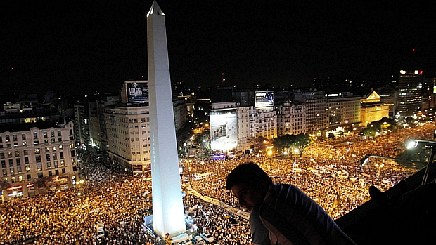 Argentinos tomam as ruas de Buenos Aires para protestar contra o governo de Cristina Kirchner