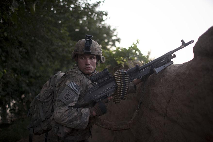 Soldado americano realiza patrulha em Arghandab
