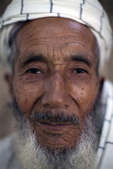 Malik Obaidullah, o homem mais idoso de Arghandab, tem 88 anos