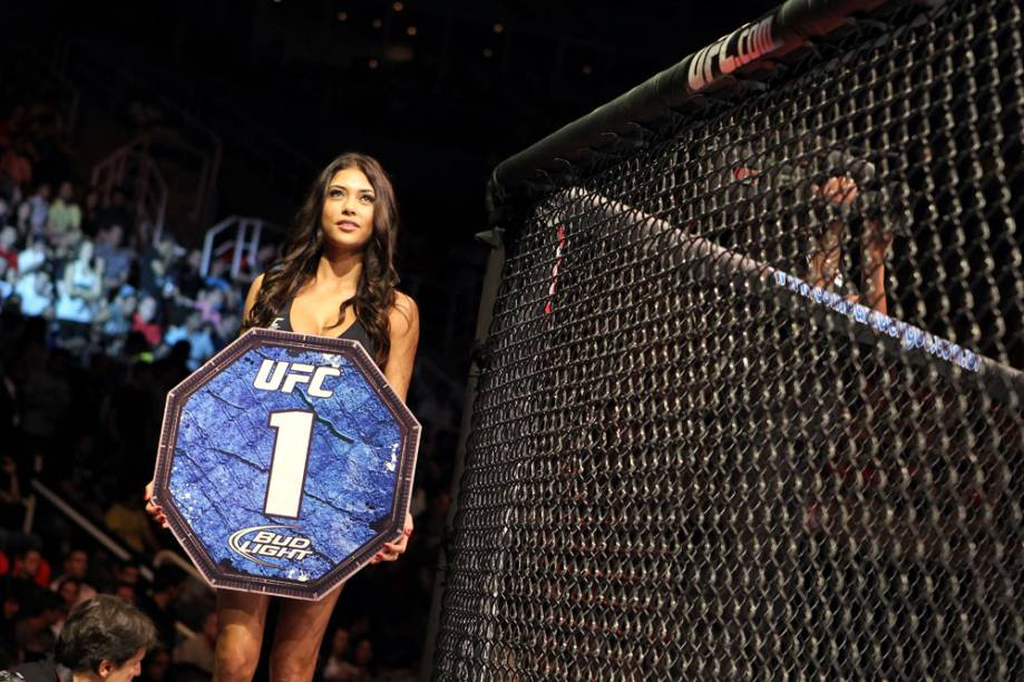 A ring girl Arianny Celeste no UFC Rio 2012