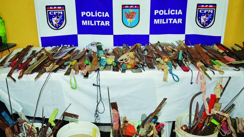 Armas artesanais e celulares foram apreendidos durante revista da PM no Complexo Penitenciário de Pedrinhas