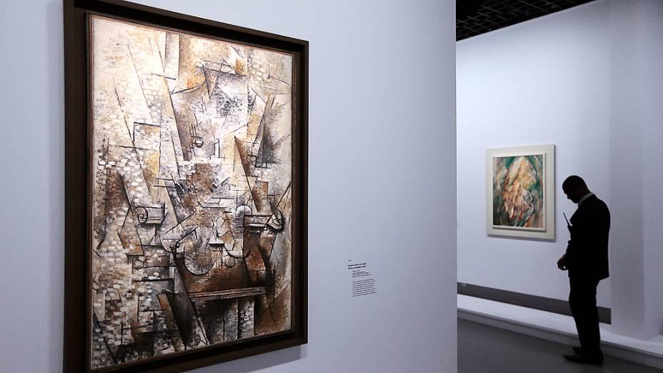 """Pintura """"Nature morte au violon"""" (Natureza morta com violino), do pintor francês Georges Braque (1882-1963), em exposição no Museu do Grand Palais em Paris"""