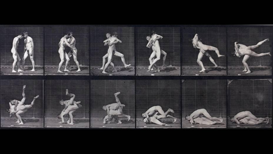 Foto Luta de Dois Homens Nus, do fotógrafo Eadweard Muybridge, parte da exposição Masculin / Masculin, em exposição no Museu DOrsay, em Paris