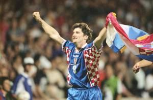 Em 1998, na França, o croata Davor Suker marco seis vezes, sendo uma de pênalti.
