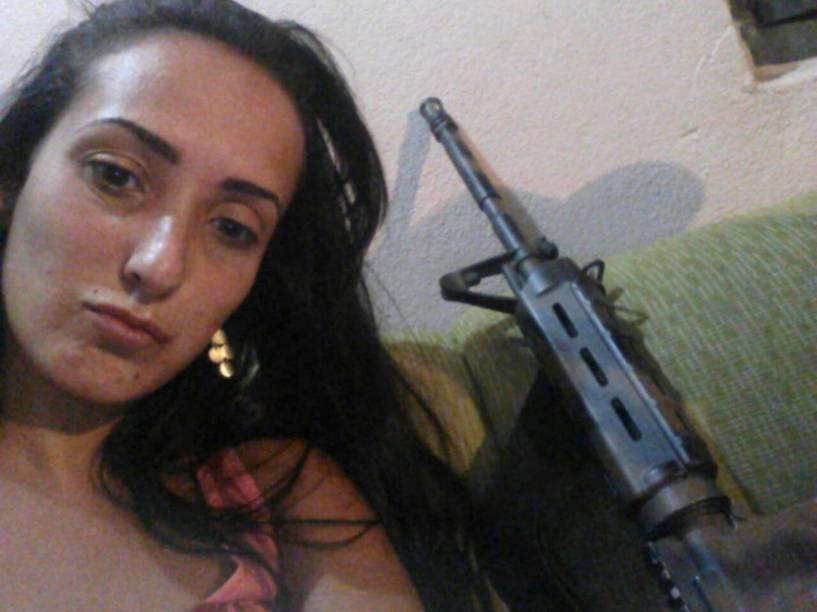 Ashila é uma das mulheres identificadas pela polícia como integrante do bando