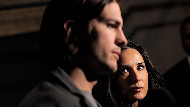 Ashton Kutcher e Demi Moore durante entrevista coletiva, em abril