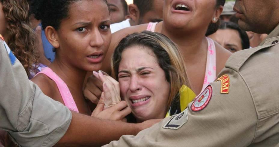 Familiares das vítimas da tragédia na Escola Municipal Tasso da Silveira, no bairro Realengo, Rio de Janeiro