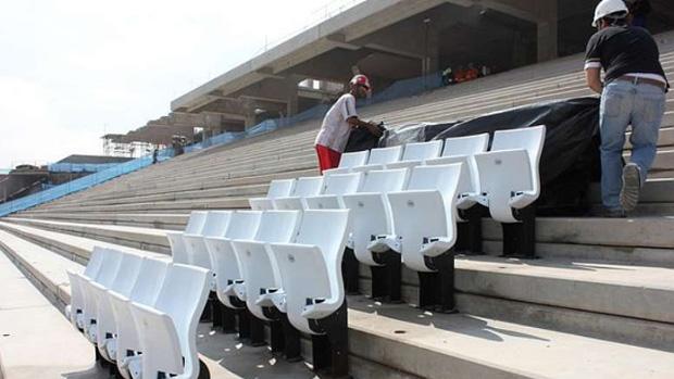 Instalação dos assentos no Itaquerão