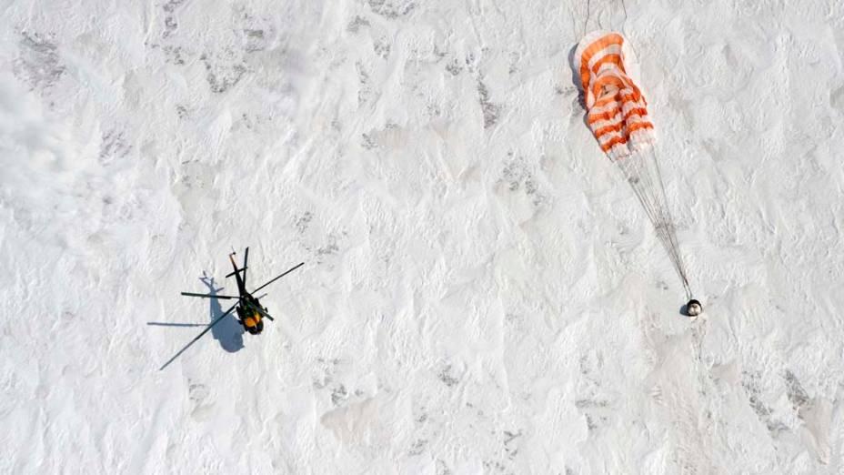 Três membros da tripulação da Estação Espacial Internacional (ISS), pousaram nesta quarta-feira com a cápsula Soyuz nas estepes do Cazaquistão. Os cosmonautas russos Alexander Kaleri e Oleg Skripochka e o astronauta americano Scott Kelly voltaram à Terra depois de cinco meses no espaço