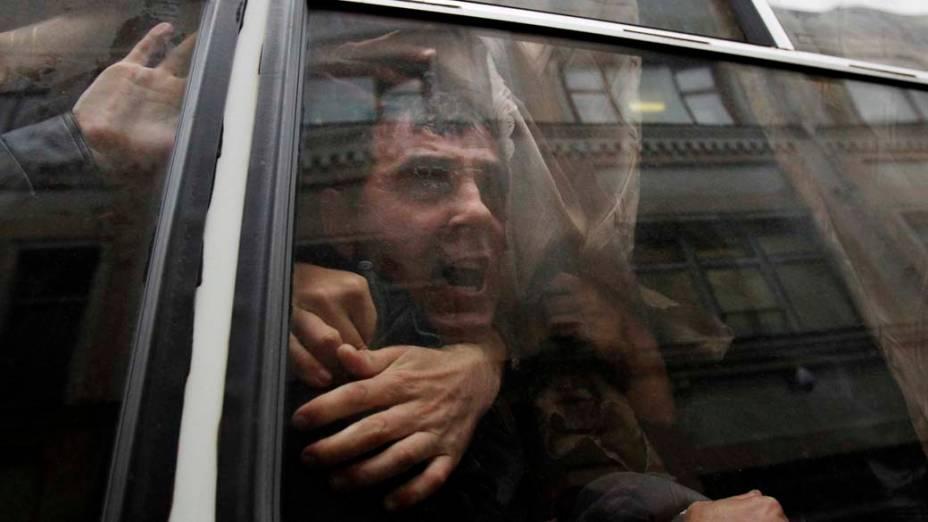 Em Moscou, ativista é detido durante protesto em frente à sede da Comissão Eleitoral