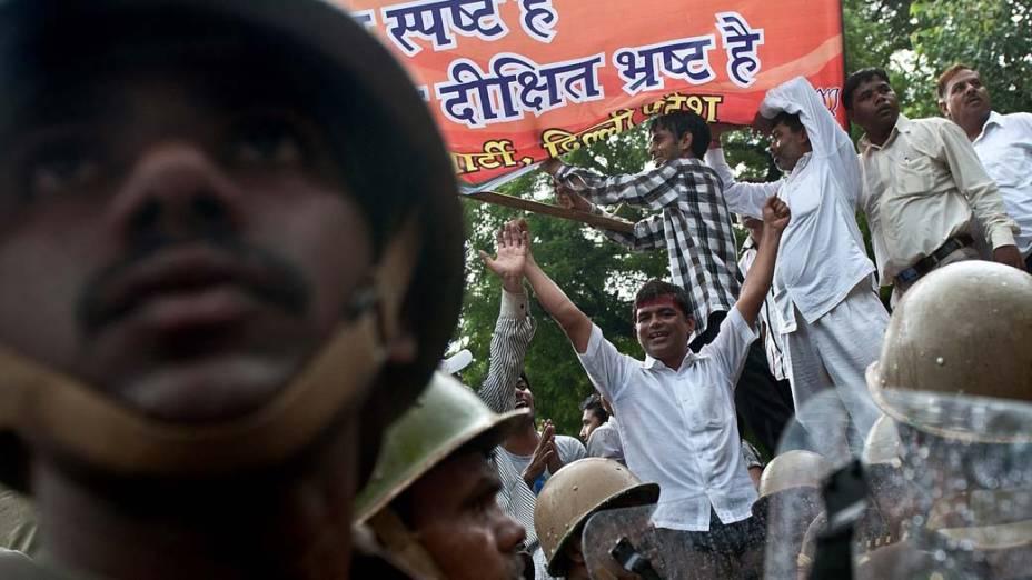 Simpatizantes da oposição protestam contra o governo em Nova Délhi, Índia