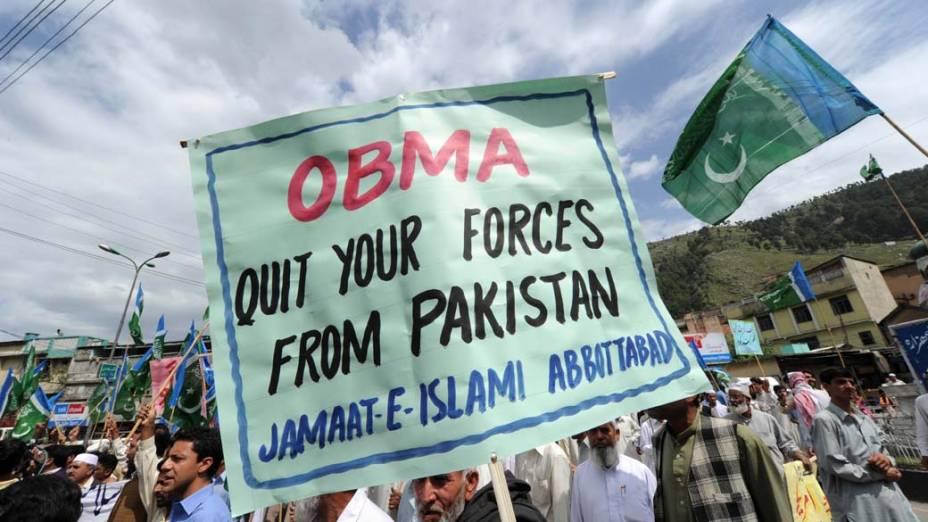Na cidade de Abbottabad, ativistas protestam contra a morte de Osama bin Laden e exigem a saída das tropas americanas do Paquistão
